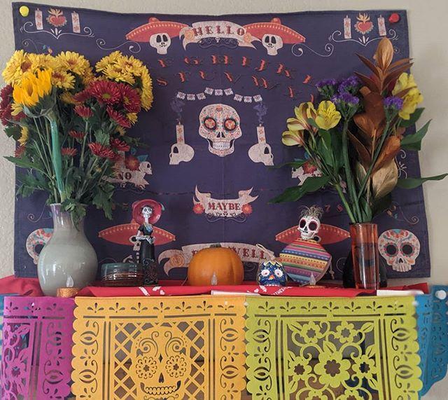 Feliz Día De Los Muertos🕯️🥯~~~Welcoming the ancestors⚰️#diadelosmuertos #calaveras #lacatrina #elcatrin #ancestors #ancestoraltar #spiritcloth
